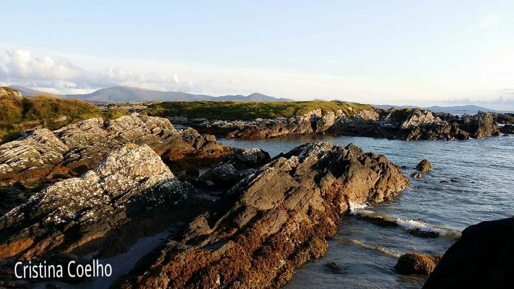 Ring og Kerry - White Strand, formações rochosas e vista sobre as outras ilhotas