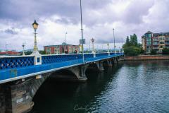 Ruas de Belfast junto ao rio Lagan