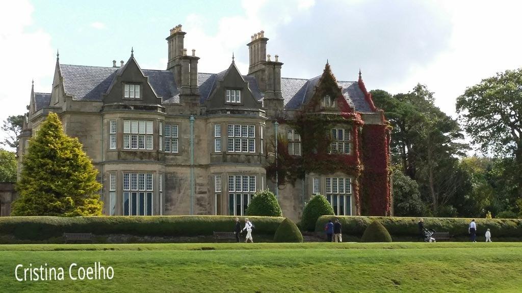 Muckross House uma manção desenhada pelo arquitecto escocês William Burn.