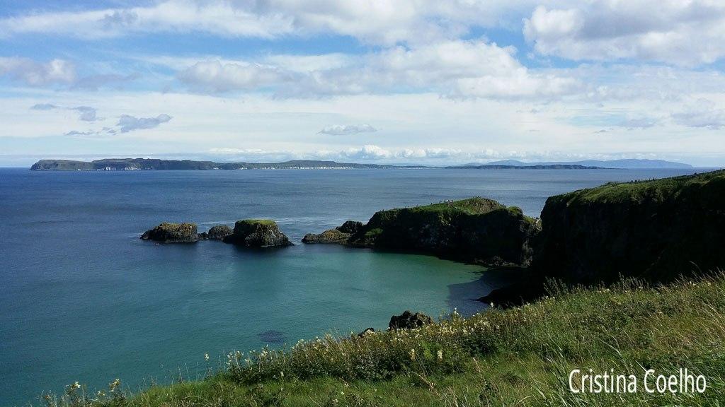 Rocky Island e Vista sobre Rathlin Island e a Escócia