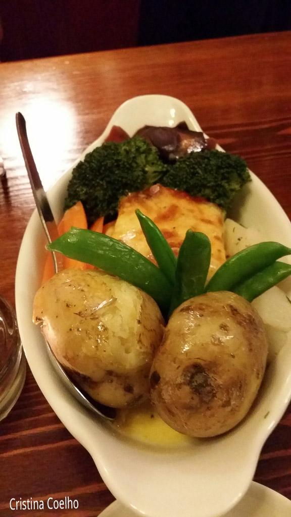 Food, Ireland, Kerry, Portmagee, Restaurants Bars, The Moorings & Bridge Bar IR